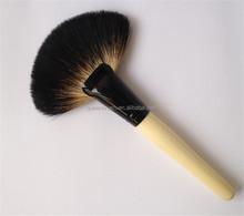 Makeup Tools Large Fan Powder Brush Facial Sweeping Brush with Wood Handle