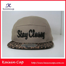 custom 5 panel hats/caps embroidery on front with leopard printing on brim/High quality 5 panel cap