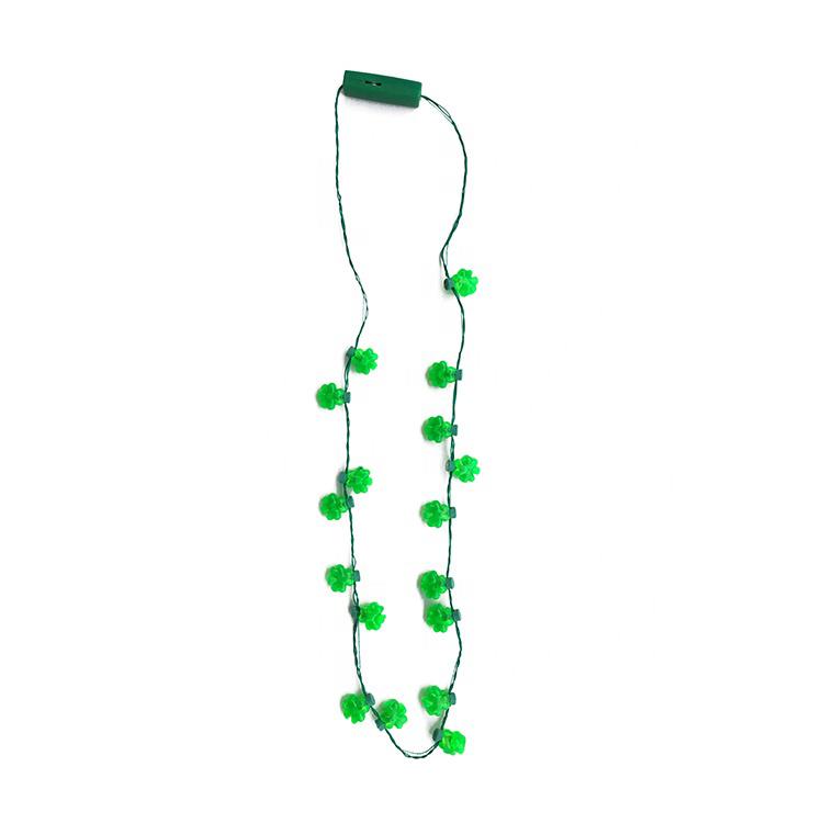 Direkte Hersteller Angepasst Blink Kunststoff Kleeblätter 6 Led Licht Up Halskette Für St Patrick Tag Verkauf