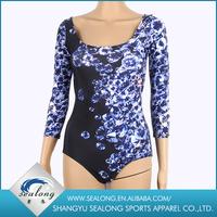 Clothes Sportswear Slimming Thin foto donne in mini bikini