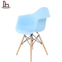 High quality Cheap DAW Eames plastic chair with beech wood legs dining chairs