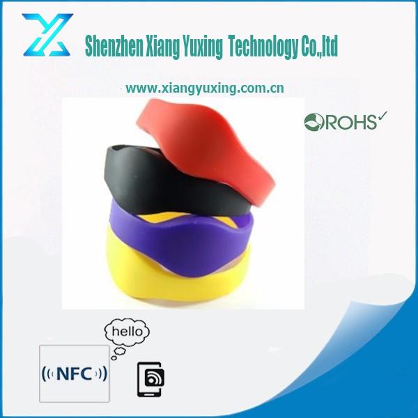 13.56 мГц пользовательского логотипа/выбито/debossed силиконовые rfid Ntag213 водонепроницаемый nfc браслеты для события/бассейн