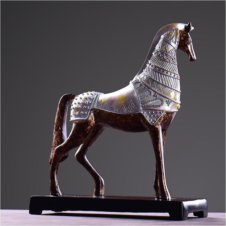 horse figurine 4
