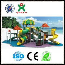 2013 polular niños tipo pequeño patio / pequeño parque infantil / zona de juegos castillo / juego de tierra QX-11028B