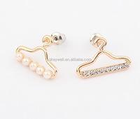 FREE SHIPPING E1336 New Design Hanger Shape Stud Earrings One Side Pearl One Side Crystal Gold Jewelry Korea Style Earrings