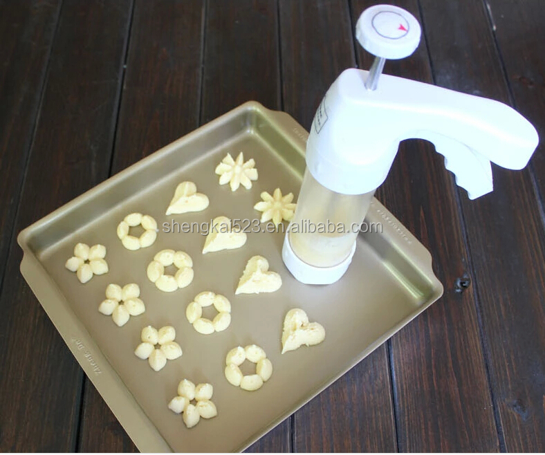 2015 new turnable spatula plastic cake decorating set with 18 kinds