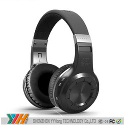 Playing games and watching movies need to use the wireless bluetooth headphone