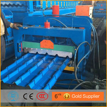 Baby likes the building----glazed tile roll making machine