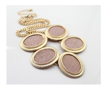 2015 Newest Fashion Short Gold Oval Metal with Glitter Statement Necklace