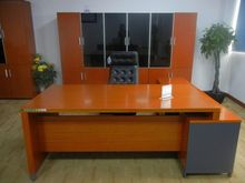 Top fancy executive working tables with modern design movable cabinet