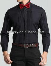 los hombres de esmoquin negro camisa de pliegue frontal