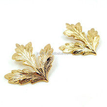 European and American style shirt collar corner Maple Leaf brooch clip, men's suits and shirts wholesale brooch