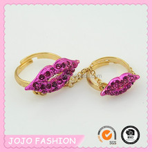 2015 new fashion factory direct lip shape dual fingers rings for girls
