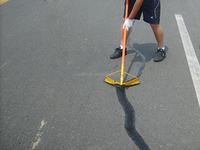 Pouring crack glue for repairing highway road crack