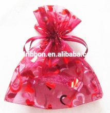 Wedding Gift Wrapping with Red Organza Drawstring Bag printing with gold hearts