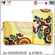 US president Obama wife Micheal use floral clutch wallet