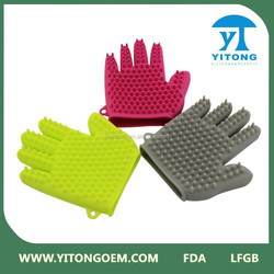 2015 Yitong Good design pet bath comb / pet cleaning gloves / pet brush glove