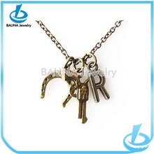 Wholesale charm gun/R letter pendant necklace hot sale antique bronze jewelry vintage letter pendant necklace