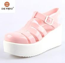 2015 l'arrivée de nouveaux wedges romains chaussures cristal gelée chaussures en plastique pvc femme sandales