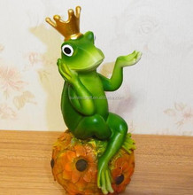 polyresin carton frog sit on sunflower adornment