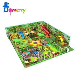 子供プレイエリア機器、屋内運動場のおもちゃ子供遊園地で遊び場の写真