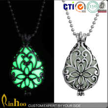 Wholesale best selling latest design high quality fashion glow pendant necklace