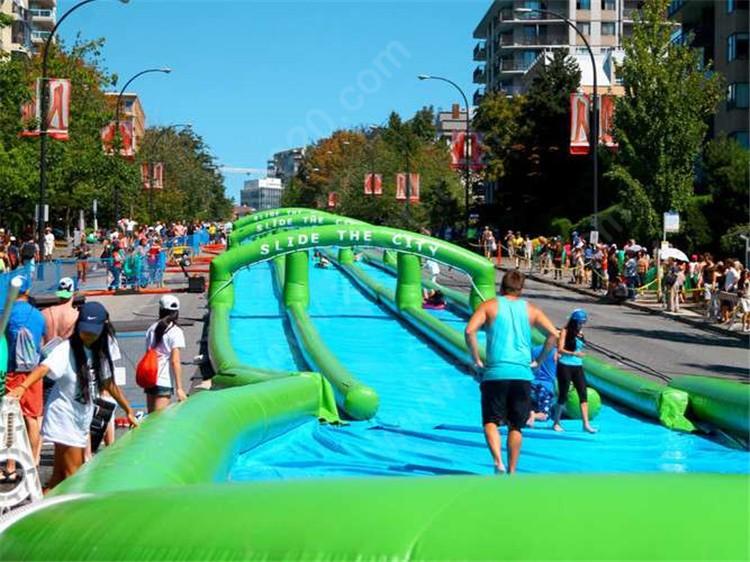 slide-the-city-north-vancouver-2015-yonathan-wezeli-8-667x500.jpg