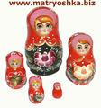 Matryoshka anidación apilar muñeca rusa de madera con la mano de pintura de flores de estilo tradicional ruso hecha a mano
