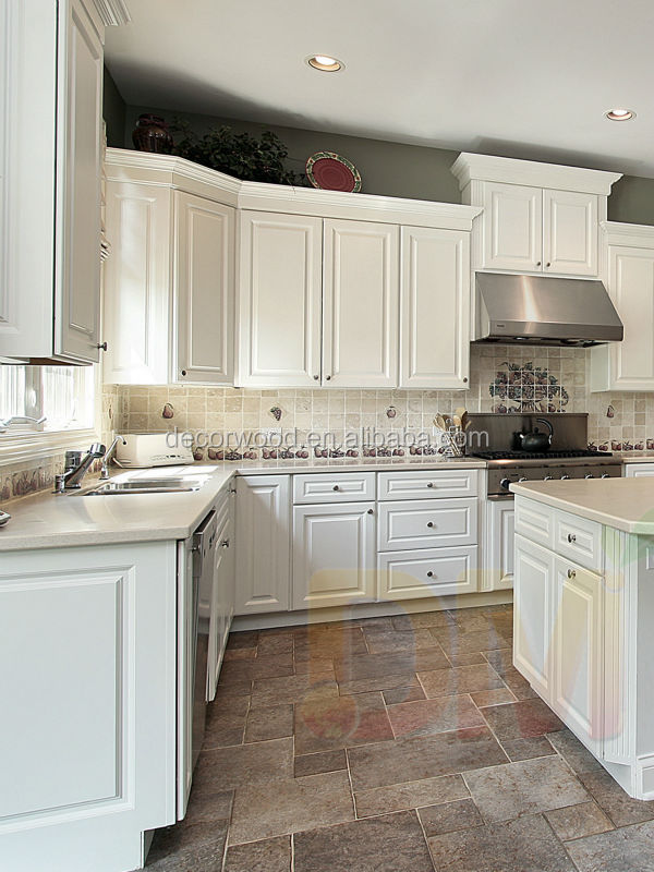 Качественный кухонный гарнитур из древесины твердых пород