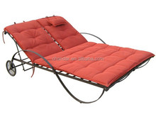 CH-IR001Modern Double Seat Wrought Iron Chaise Lounge with comfortable cushion, sun bed with wheel