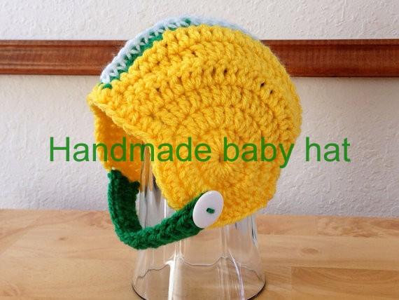 крючком новорожденным футбол зеленый / желтый / белый шлем шапка baby фотографии Проп