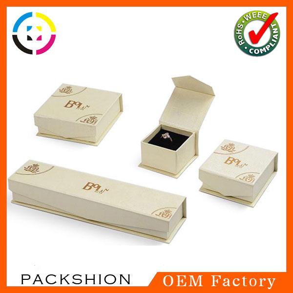 Custom Elegant Paper Black Magnetic Closure Gift Box