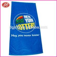 Productos más vendidos en alibaba microfibra toalla de playa toalla con la insignia de encargo y tamaño