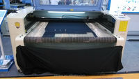 CO2 machine decouper blouse blanche professionnelle tablier sabots pantalon professionnel entreprise decoupe laser