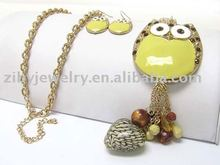 Crystal stud owl pendant and glass heart dangle necklace earring set