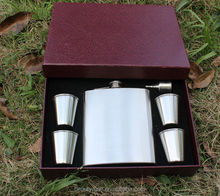 wholesale 18oz funnel set stainless steel Hip Flask Gift Set with cup funnel hot sale 2015 wedding gifts for guests