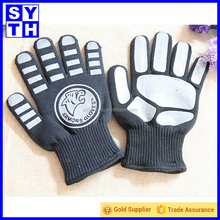 Chinese manufacturer slip-resistant silicone bear paw printed funny double oven glove