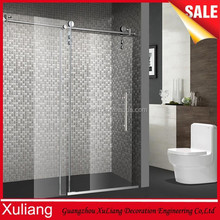 Elegant style and simple bath room / glass sliding shower door