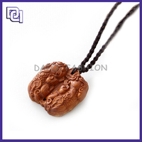 Fashion Wood pandent Necklaces/Custom lucky healthy Wood Necklace/Trendy Boy And Girl Pendant Necklace
