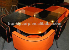 Lanchonete de mesas e cadeiras/mesa posta com chiars