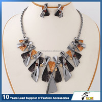Trendy latest design fashion jewelry epoxy crystal necklace