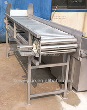 Rolling rail fruit sorting machine for fruit and vegetables