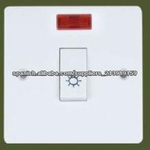 el reino unido asta interruptor de la pared y el zócalo