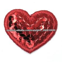 diseño del corazón como bordar con lentejuelas y canutillos