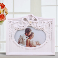"Factory Direct Sell New Fashion small photo frame 3 dimensional home decoration polyresin women sex white photo frame 6"" x 4"""