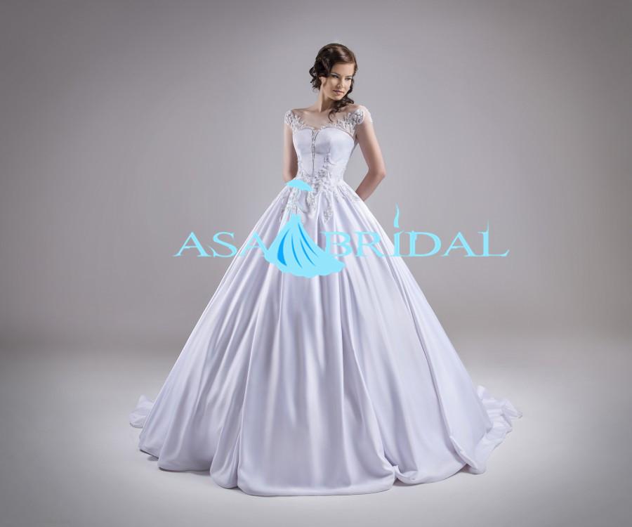 Elegant Vintage Bridal Dress Satin Puffy Dress Wedding Princess Ball ...