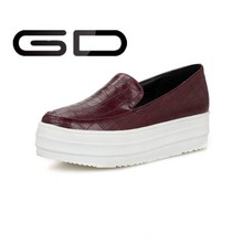 Factory wholesale high quality round toe fashion PU design women sneakers