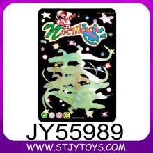 Promocional forma de cocodrilo embroma el regalo de plástico brillan en el juguete oscuro