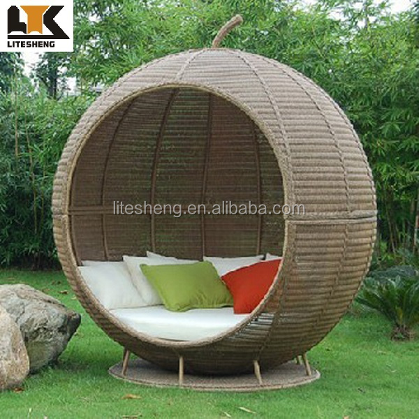 Beach furniture waterproof and sunproof rattan round for Outdoor lounge bed with canopy