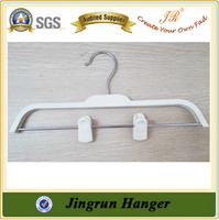 Alibaba China Supplier Clip Hanger Popular Pant Plastic Hanger